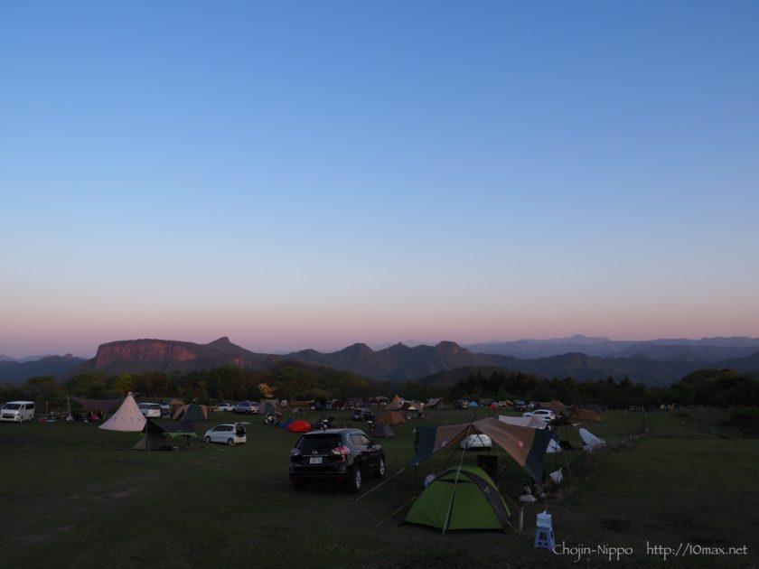 内山牧場キャンプ場 荒船山 夕景