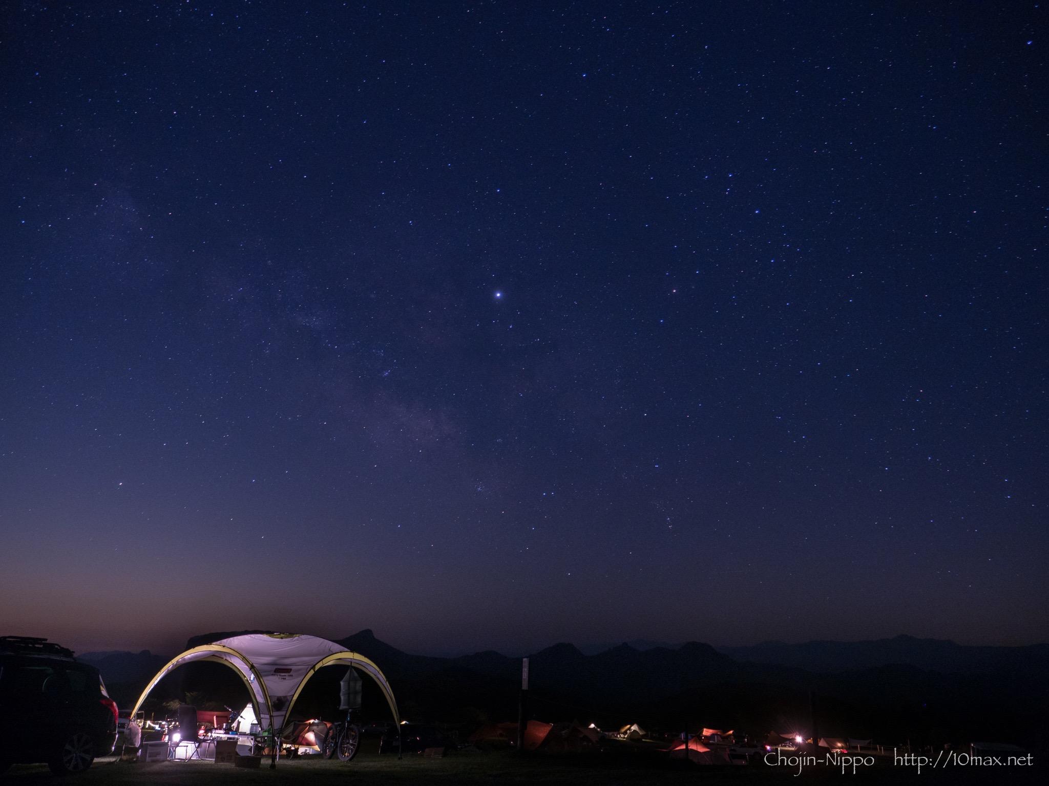 草原 キャンプ 場 星 の