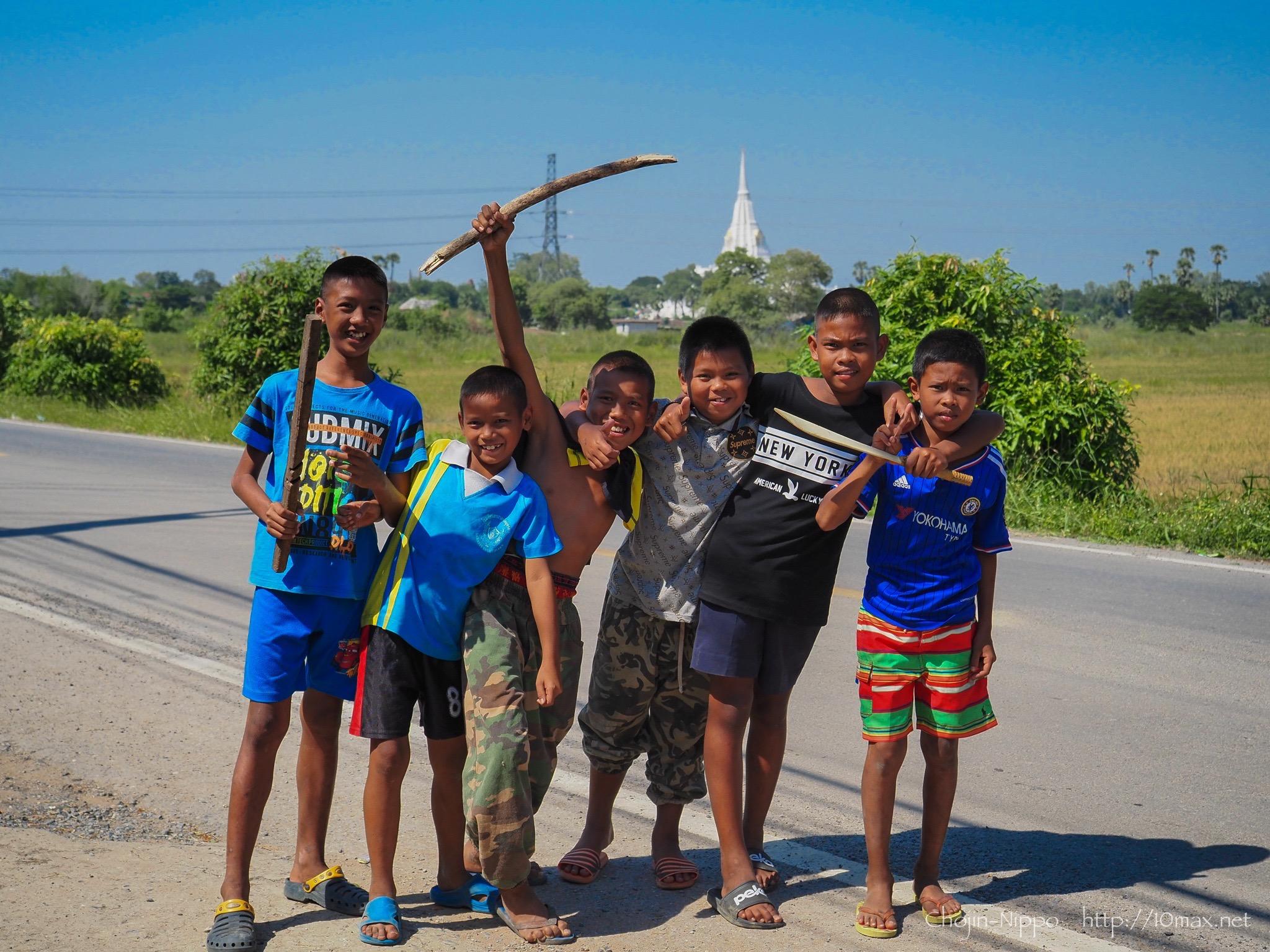 アユタヤ Wat Phu Khao Thong ワット・プーカオ・トーン 子供たち