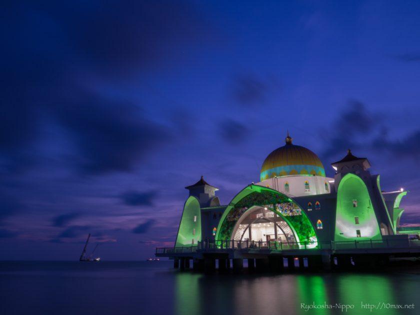マラッカ 水上モスク Masjid Selat Melaka 夜景 ライトアップ イルミネーション
