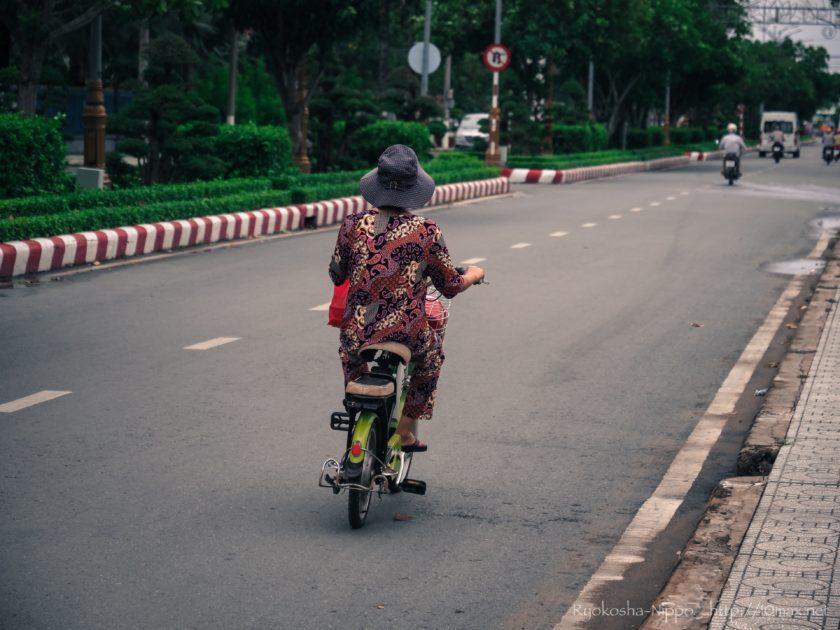 ベトナム ミトー メコン川 長距離路線バス 原付 自転車 バイク