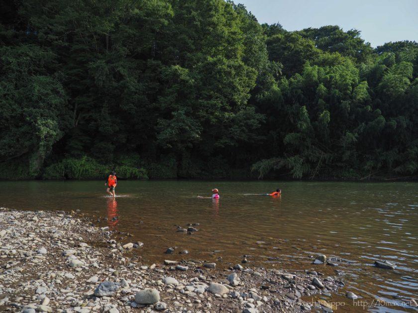 上小川キャンプ場 コテージ 川遊び