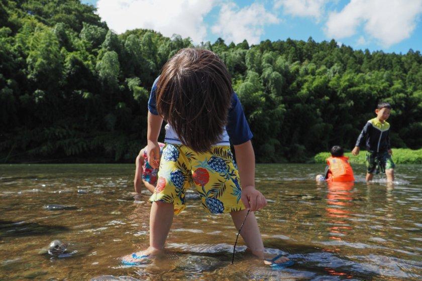 上小川キャンプ場で川遊びコテージキャンプ ③2日目朝/KingCampのバンブーテーブル導入