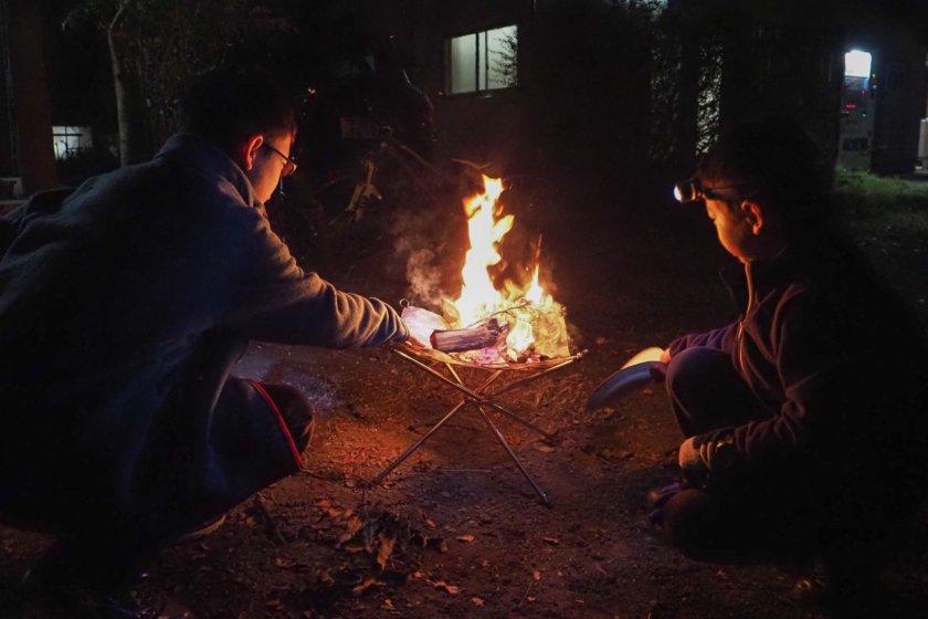 かずさオートキャンプ場のコテージでお手軽キャンプ ②秋の夜とおでんとコンパクト焚火台と