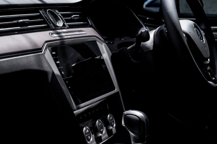 【レビュー】VWパサートオールトラック | 実車を見て惚れる内装と室内ユーティリティ(動画あり)