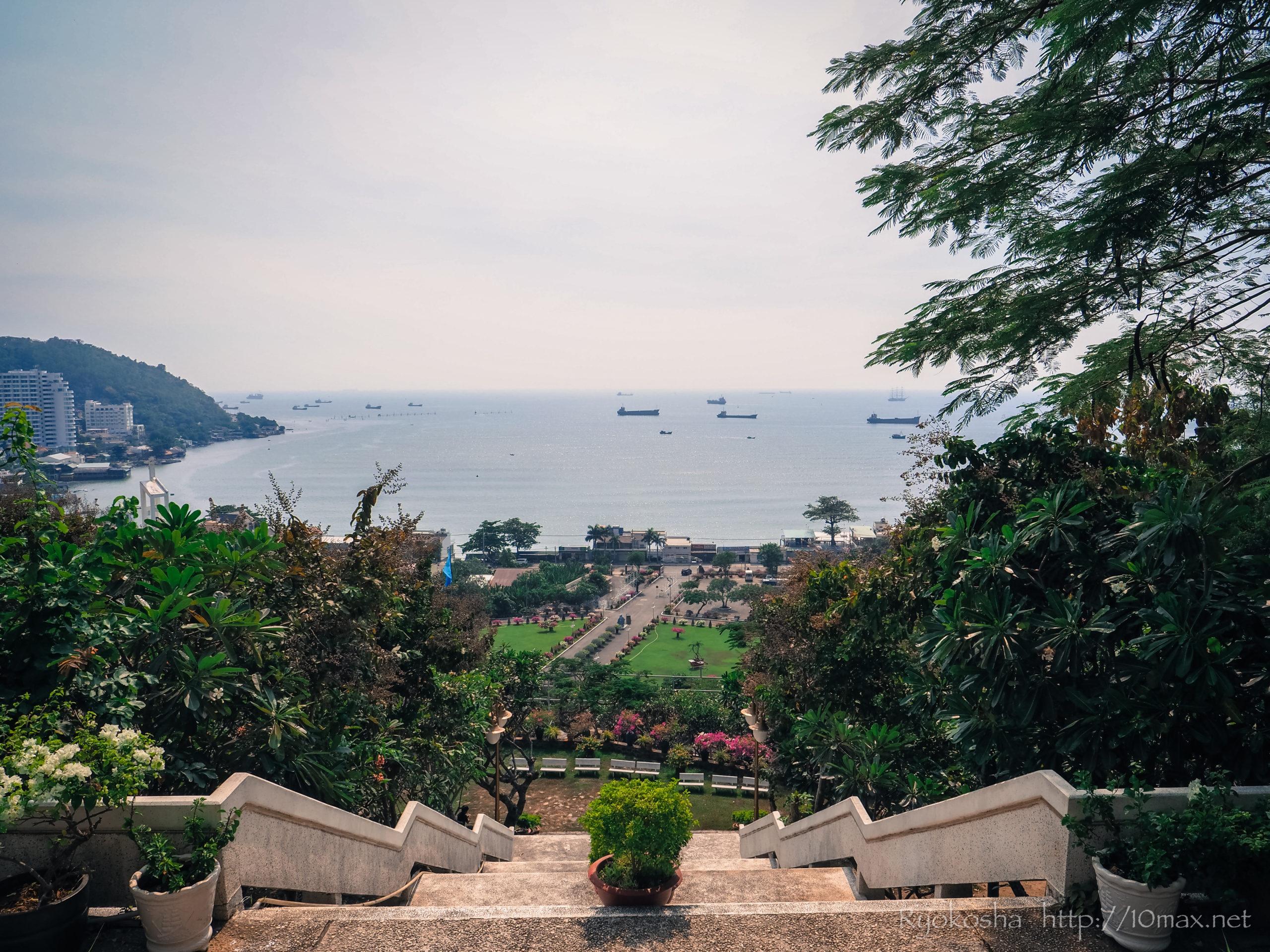 ベトナム ブンタウ ビーチ 仏教寺院 タウ寺 マリア教会 マリア像 如来像