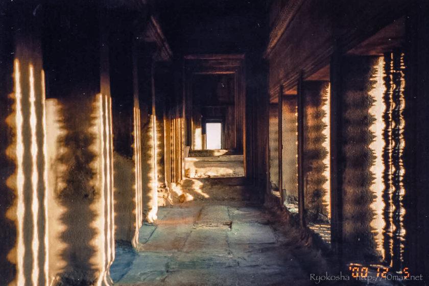 紺碧と赤土のコントラスト – カンボジア | Day 02 アンコール・ワットの夜明け
