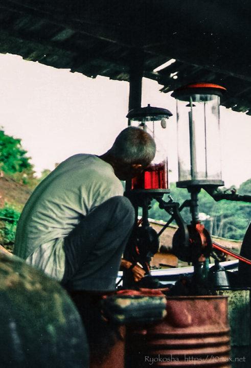 ルアンパバーン メコン川 ボート 給油