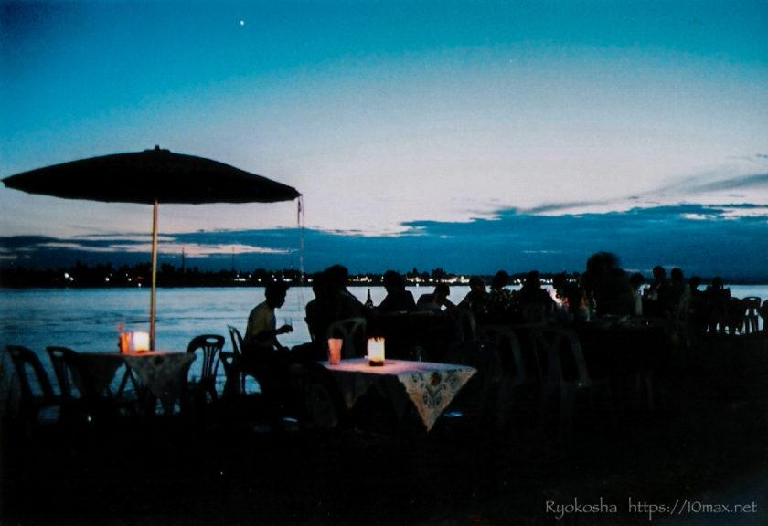 メコン川 屋台 夜景