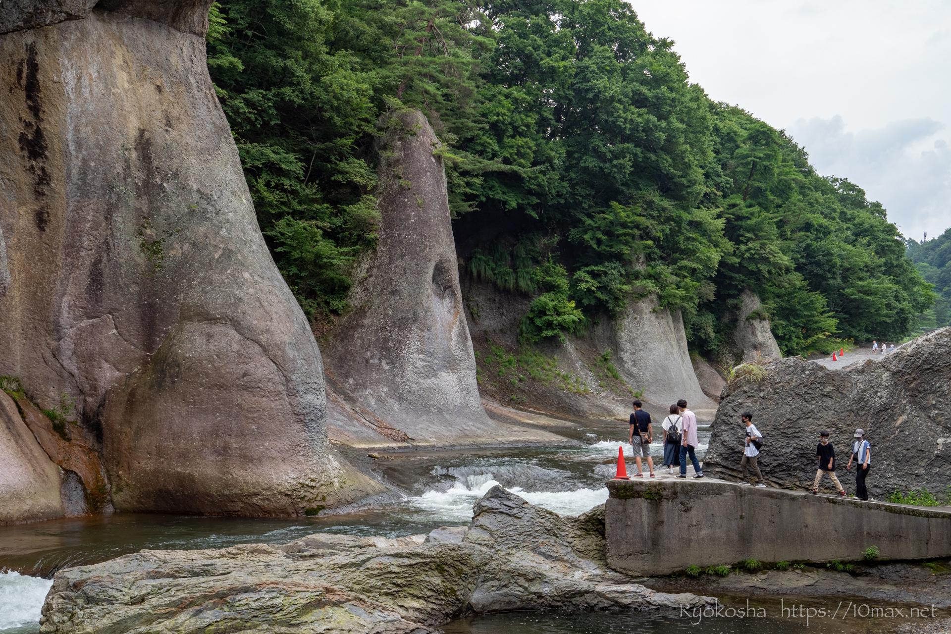 群馬県 沼田市 吹割の滝 東洋のナイアガラ 般若の岩