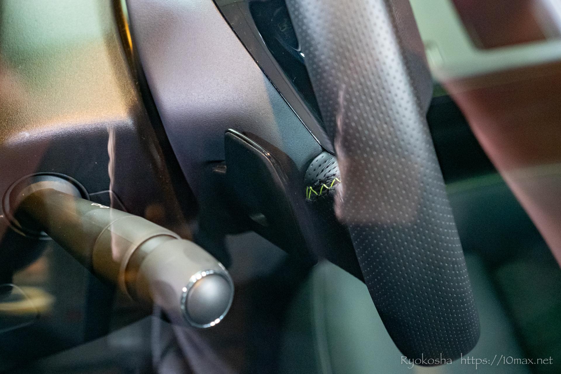 プジョー 308 新型 LION EXPERIENCE 2021 六本木ヒルズ 実車 写真 パドルシフト ハンドル固定式