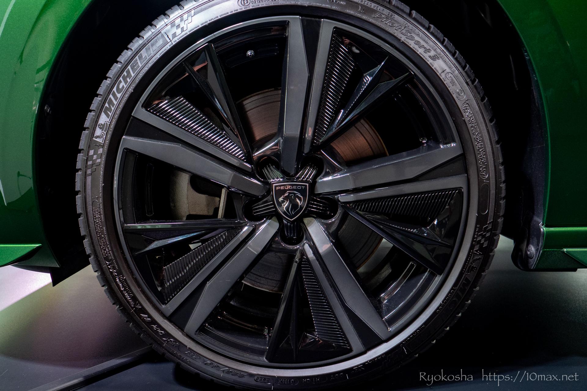 プジョー 308 新型 LION EXPERIENCE 2021 六本木ヒルズ 実車 写真 ホイールキャップ